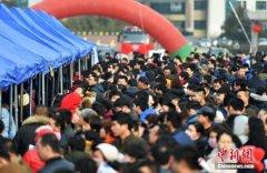 去年全国农民工2.87亿人 户籍人口城镇化率42.35%